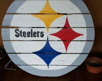 Pittsburgh Steelers sign made from recycled pallets, hand painted