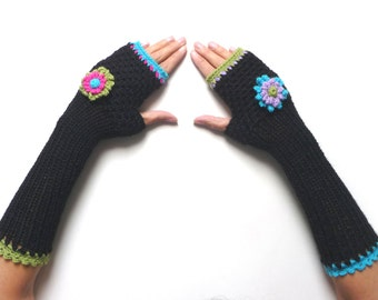 Black crochet fingerless gloves, arm warmers, mittens, fingerless mitts - black wool with flowers - FRISKIES