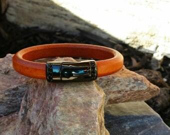 Regaliz Licorice Leather Bangle Bracelet with Magnetic Clasp