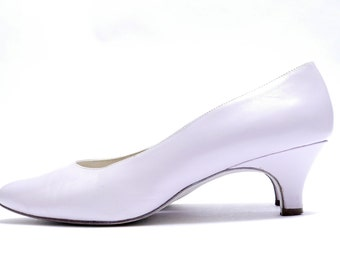 Simple Palest Violet Pumps // Vintage Naturalizer // Pointed Toe Low Heel //  8.5