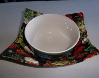 Microwave, Bowl Cozy, Garden Vegetables, Quilted Bowl, Reversible Potholders, All Cotton Fabric, and Thread, Handmade Gift