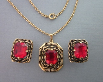 Rhinestone Necklace and Earrings Set / Sarah Coventry