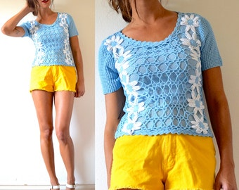 Vintage 70s Daisy Chain Baby Blue Crocheted Short Sleeved Sweater Blouse (size small, medium)