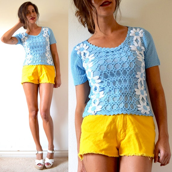 SALE SECTION / 50% off Vintage 70s Daisy Chain Baby Blue Crocheted Short Sleeved Sweater Blouse (size small, medium)
