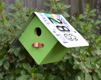 Hanging Wren House - Rustic Birdhouse - Primitive Birdhouse - License Plate Birdhouse