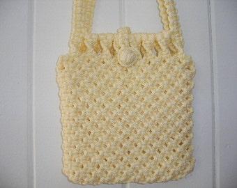 70s macrame crossover bag. Boho crochet-macrame basket weave shoulder bag in soft lemon yellow. Mint condition, lined with interior pocket.