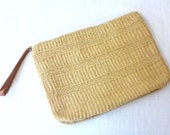 vintage sisal clutch / straw basket weave pouch / wristlet handbag / woven zipped clutch
