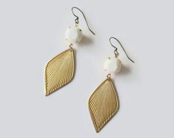 Chalk White Gold Earrings Art Nouveau Style - Fans Earrings - Brass Earrings - Costume Jewelry - Komono Earrings (SD1193)