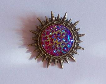 Brosche Sonne Cabochon rot Glimmer bronze