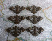 SALE! 6 vintage brass metal curvy pull handles with pineapple centers (set #3)*