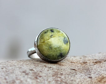Serpentine silver ring, Green ring, Artisan Serpentine cocktail Ring, Serpentine Gemstone Ring, Serpentine statement ring, gift for her