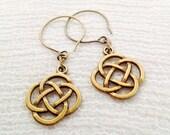 osO TRIBAL Oso celtic knot brass earrings