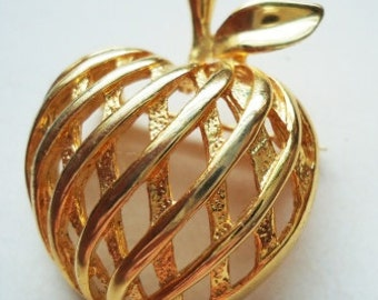 An Apple Weave Designed Vintage Pin