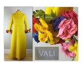Vintage 60s Mother Earth Dress M L with flower bouquet cuffs in a mustard yellow