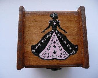 Wood music box with Pink Princess