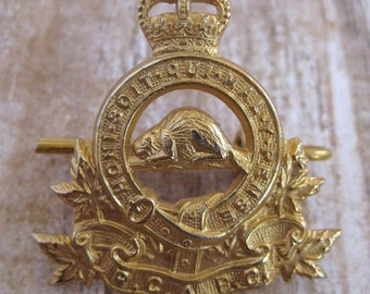 Vintage Royal Canadian Army Pay Corps (RCAPC) Hat Badge Pin gold metal beaver crown