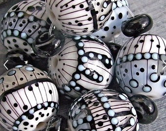 MruMru Handmade Lampwork Glass Beads. WINTER ROUNDS Large. Sra.