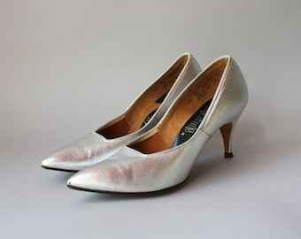 60s Vintage Shoes / 1960s Silver Shoes / Sixties Metallic Life Stride Pointy Toe Heels