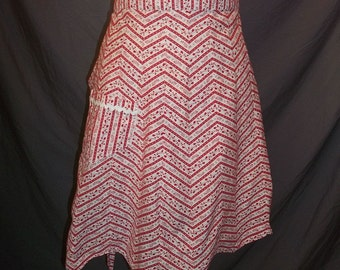 Vintage Zig Zag Stripes Half Apron Red and White Floral Cotton V Waist