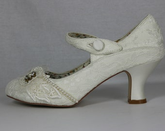 Lady Mary .. Ivory 1920s wedding shoes . Gatsby style shoes ..  Flapper Mary Jane . Art deco wedding Shoes .
