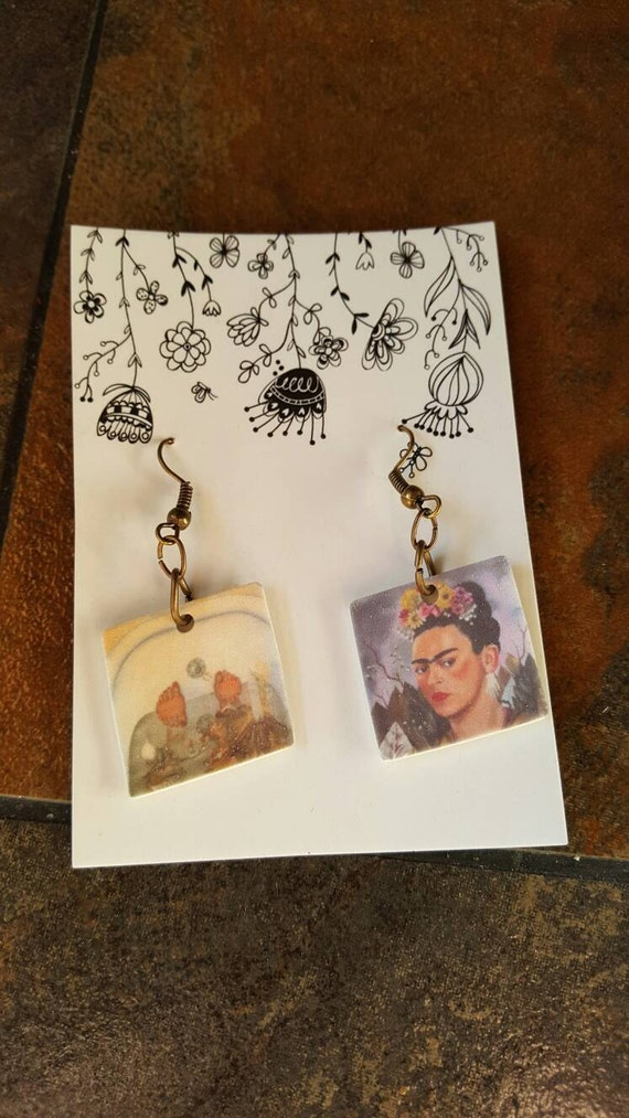 frida kahlo surrealism essay Frida kahlo's oil on masonite self portrait with thorn necklace and hummingbird was painted in the style of surrealism in 1940 this essay will compare and contrast rijn and kahlo 's self portrait paintings.