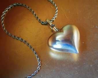 Boho vintage 70s sterling silver 925, mexican, taxco, puffy heart necklace.