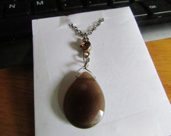 shiny brown pendant necklace