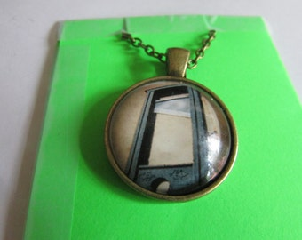 guillotine pendant necklace