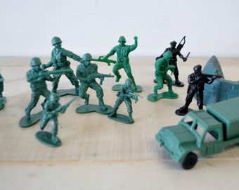vintage army soldier men plastic toy--childrens room decor