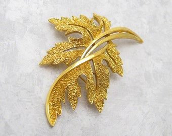 Large Vintage Leaf Brooch Trifari Costume Jewelry P6829