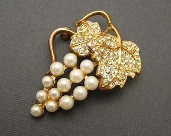 Vintage Rhinestone Brooch Pearl Grapes Leaves Jewelry P6852