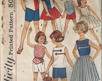 60s Simplicity 4457 Girls Mod Blouse Top Shorts and Skirt Sewing Pattern for 7 Day Separates Wardrobe Size 6 Chest 22