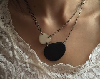 Black and white asymmetrical necklace