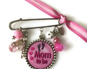 Mom To Be Gift Baby Shower Personalized Gift Mommy Pin Mommy To Be New Mom Gift For Mom Custom Gift Pregnancy Reveal Pink Brooch Unique Gift