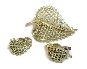 Vintage Gold Tone Open Work Metal Leaf Brooch and Earrings Set
