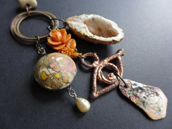 Gaudiloquent. Rustic assemblage necklace in cream and orange with druzy geode.