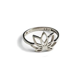 Pundarika Lotus ring in sterling silver