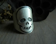 simple skull ring, sterling silver, band ring with human skull design, spooky ring, goth ring, ready to ship