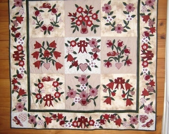 Quilt Pattern - Laura's Quilt - Gorgeous Applique Quilt - Print/Hard copy