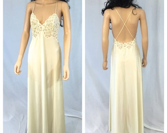 Vintage Beige Lace Night Gown. X-Small. Bridal. Off White. Long Nightgown. Bride. Lingerie. Open Back. 1970s. Vanity Fair. Sexy. Under 20