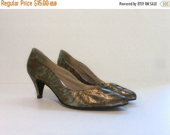 50% off storewide SALE vintage 1980s shoes // metallic disco heels // silver gold brocade 9 AA