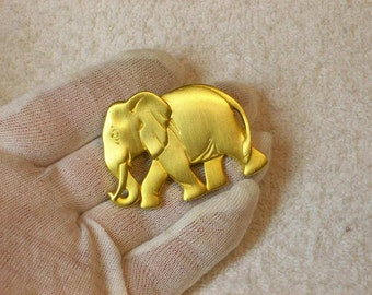 Dotty Smith Designer Gold Tone Elephant Brooch  / Vintage Fashion 70s 80s