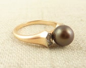 Size 6 Vintage 14K Gold Tahitian Pearl and Diamond Ring