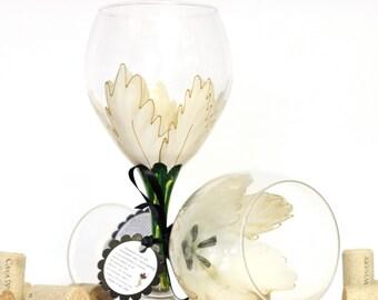 Poinsettia glasses, Christmas wine glass, holiday wine glass, festive home decor, Christmas table decor, elegant table decor, wine glasses