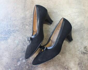 8 / Black Bow Heels / Vintage Women's Shoes / 1960's Pumps