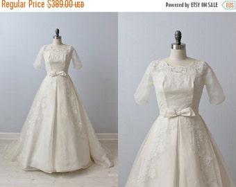 SALE 1950s Wedding Dress / Lace Wedding Dress / A-Line / Chapel Length Train / Hemingway