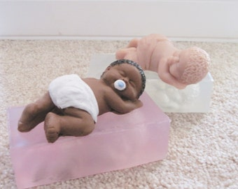 """3.5"""" Crawling Baby """"Spanky"""" Soft Silicone Mold for Fondant, Polymer Clay, Cake Decorating"""