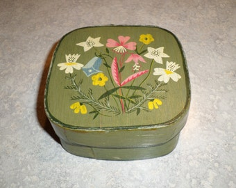 Frutiger Heimarbelt vintage folk art Hungarian small wood hand painted floral Box container