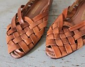 vintage woven leather BASKETRY sandals / size 7.5 toffee shoes