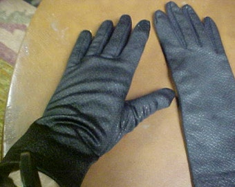 Pair of black gloves- size appx 7- Free shipping